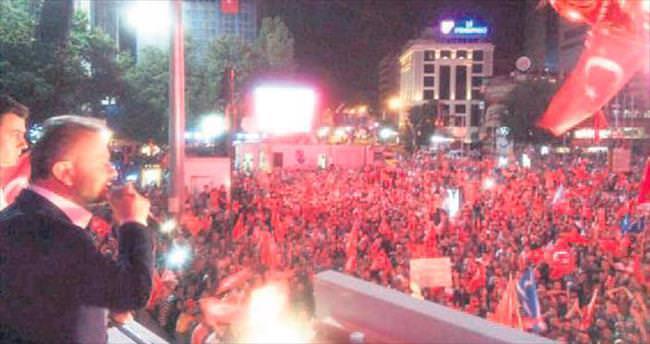 Kazanlı vatandaşlar Kızılay'da buluştu