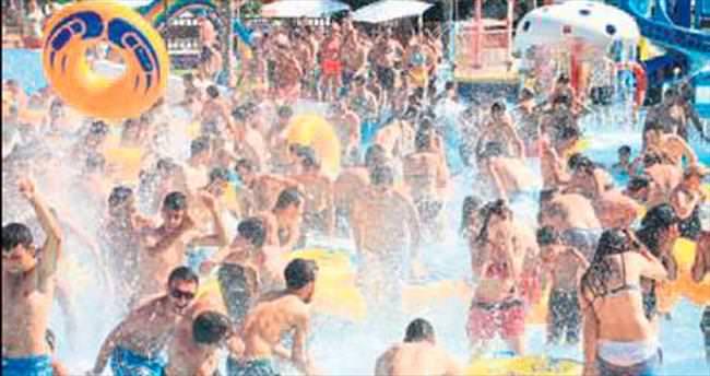 Yakan sıcaklarda havuzlara hücum