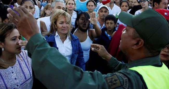 Onbinler Venezuela'dan Kolombiya'ya aktı