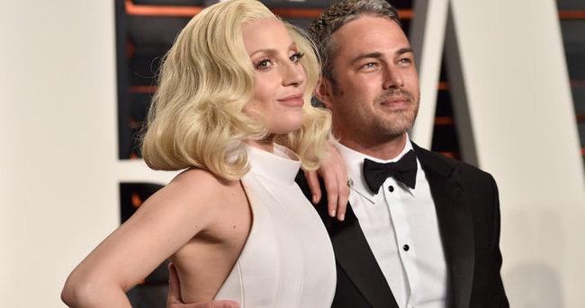 Lady Gaga nişan yüzüğünü çıkardı