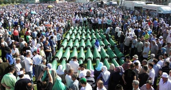 Bosna savaşının 8 kurbanı toprağa verildi