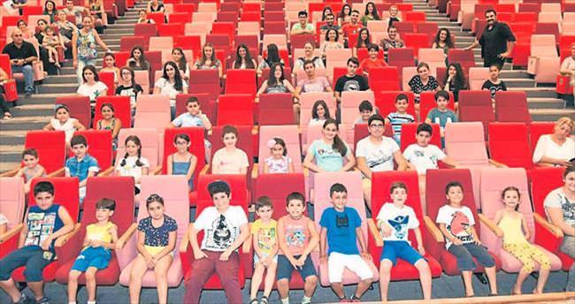 Çukurova'da ücretsiz tiyatro kursları başladı