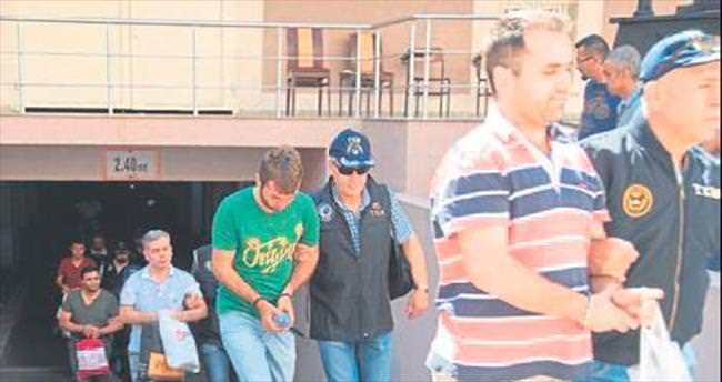 İzmir'de 23 asker daha tutuklandı