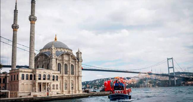 Yüzlerce tekneyle boğaz'da demokrasi turu