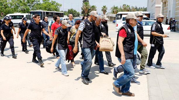 Antalya'da FETÖ'cü 29 hakim ve savcı tutuklandı