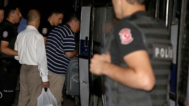 İstanbul'da FETÖ'cü 70 hakim ve savcı tutuklandı