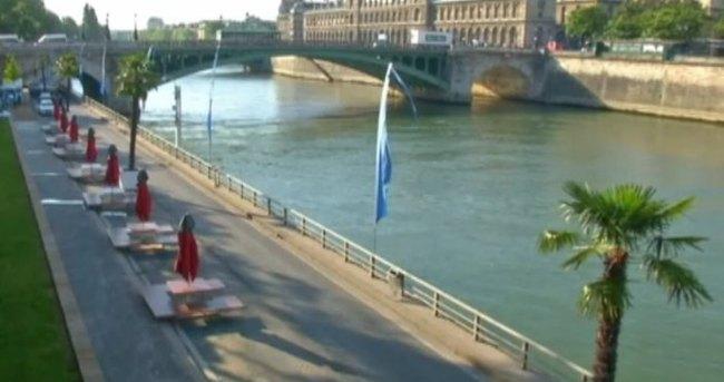 PARİS'te plaj günleri başladı