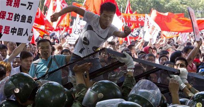 Çin'de protestocu köyün muhtarına tutuklama