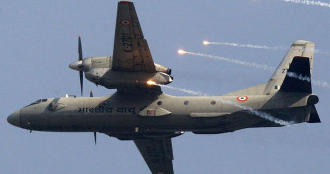 Hindistan'da askeri nakliye uçağıyla irtibat kesildi