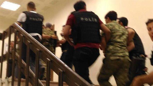 Kars'ta 35 rütbeli asker gözaltına alındı!