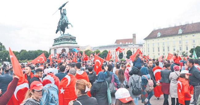 'DİK DUR EĞİLME VİYANA SENİNLE'
