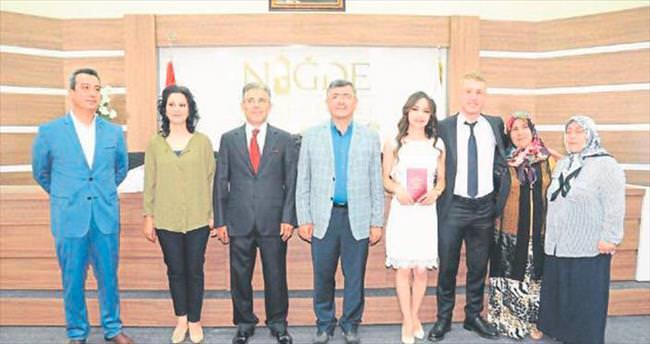 Belediye Başkanı Faruk Akdoğan, genç polisin nikahını kıydı