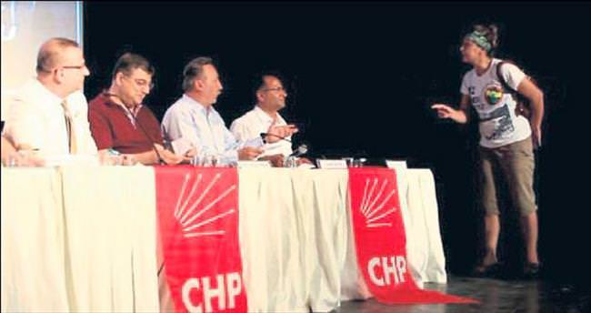 """CHP toplantısında """"alkolik"""" kadın krizi"""