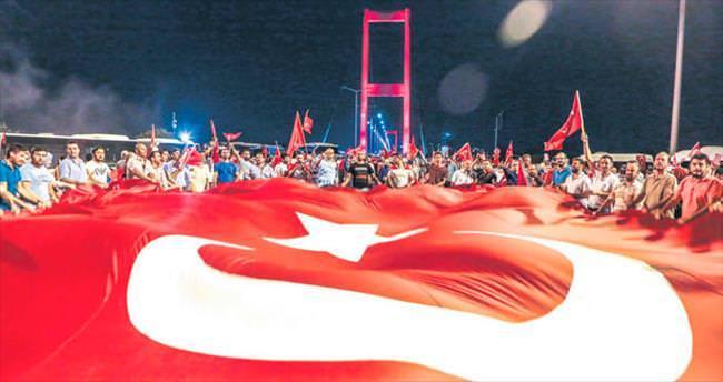 İstanbul'da yüzbinler Boğaziçi'ne aktı