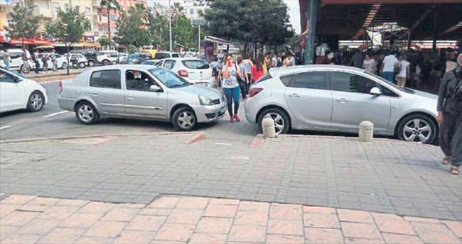 Melih ABİ: Yayalar nereden geçecek be akılsız sürücü?