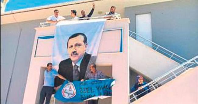 Kapatılan okula Erdoğan posteri