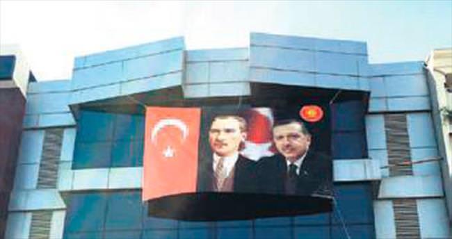 Kapatılan FETÖ okullarına Atatürk ve Erdoğan resmi