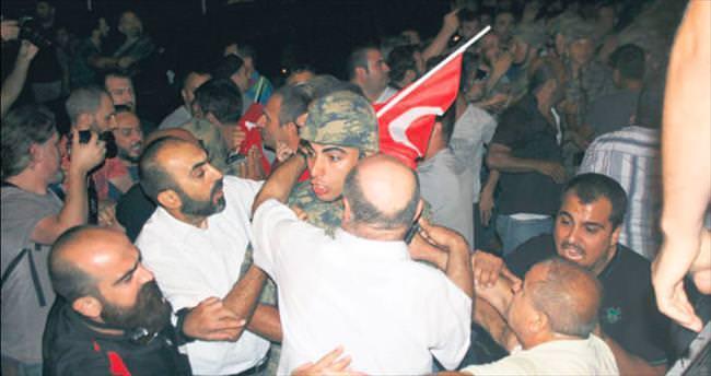 Halk bizi bayrağa sarıp teslim etti