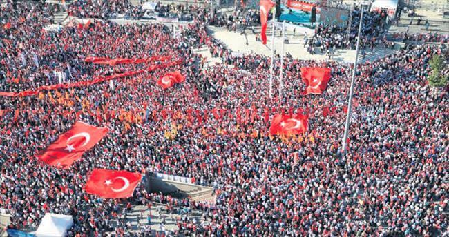 Taksim'de demokrasi mitingi