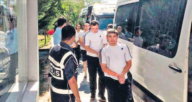 Camiyi basan 51 askere gözaltı