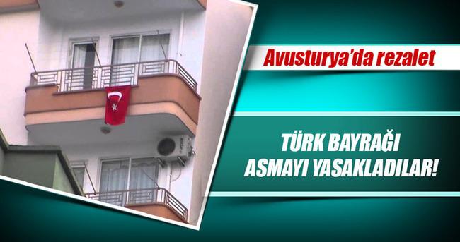 Avusturya'da darbe karşıtı Türklere bayrak yasağı