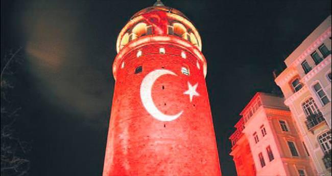Galata Kulesi, Türk bayrağına büründü