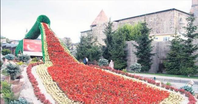 Topun ucundan 14 bin çiçek aktı