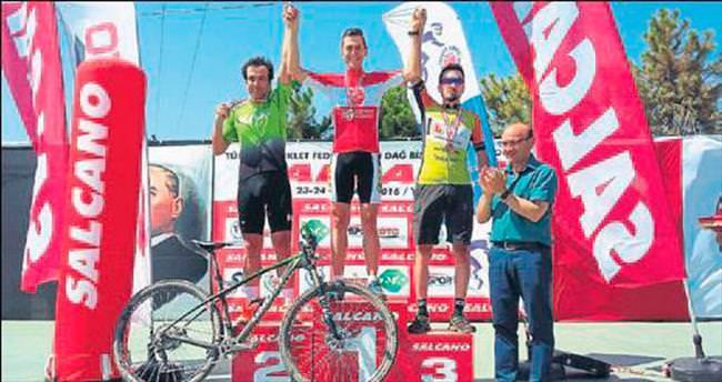Bisikletçiler Yolova'da 3 derece yapıp döndü