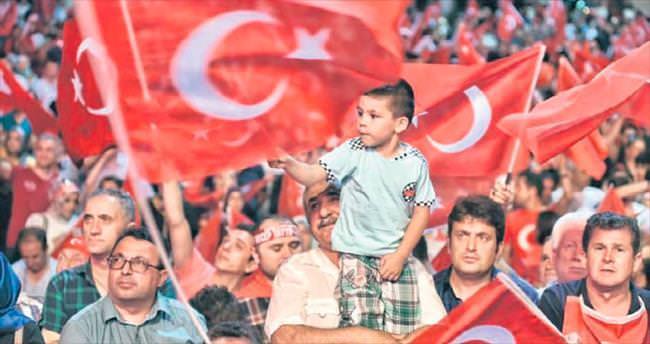 İst anbul'da demokrasi coşkusu