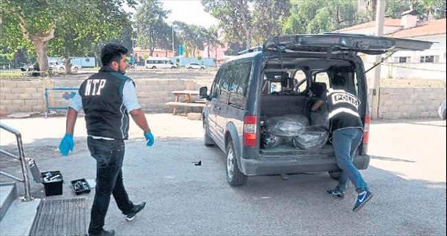 Polisin şüphelendiği araçta 233 kilo esrar