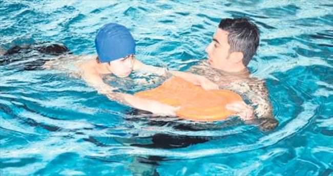 Pursaklar'da açılan yüzme kurslarına büyük ilgi var