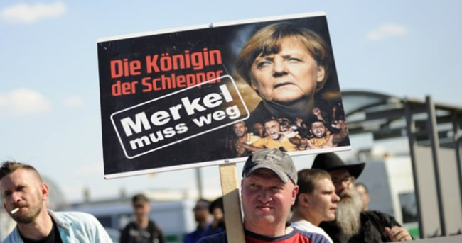 Merkel protesto edildi