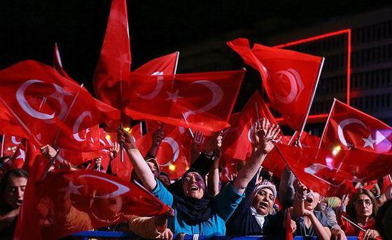 İzmir'de binlerce kişi Konak Meydanı'nda buluştu