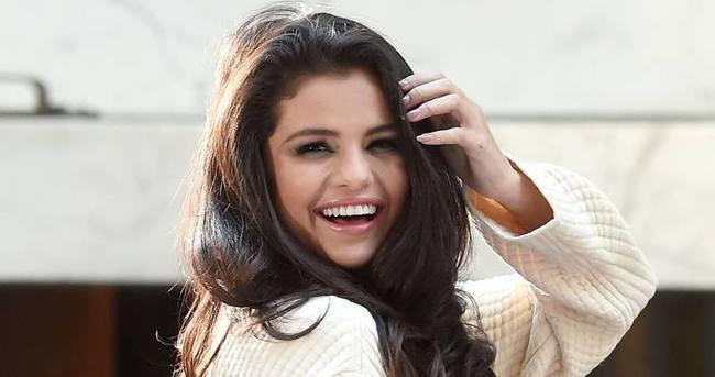 Selena Gomez tarzını konuşturdu