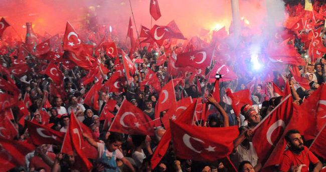 Sivas'ta demokrasi nöbetinde binlerce kişi toplandı