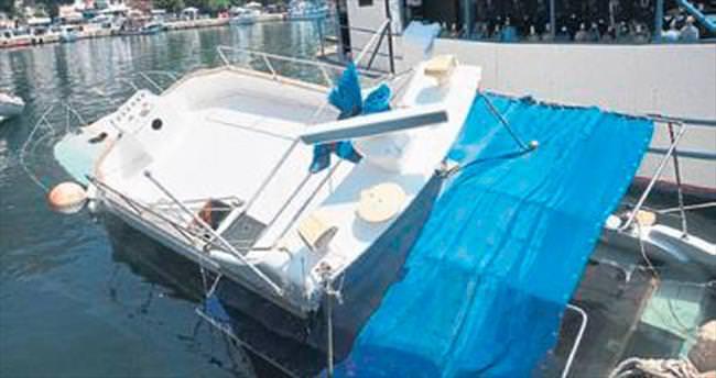 Tamir edilen tekne yan yatarak battı