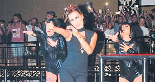 İrem Derici'den Kemer'de konser