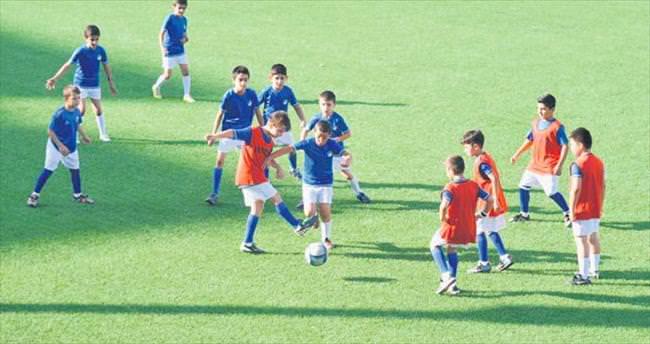 Futbol okulunda sertifikalar verildi