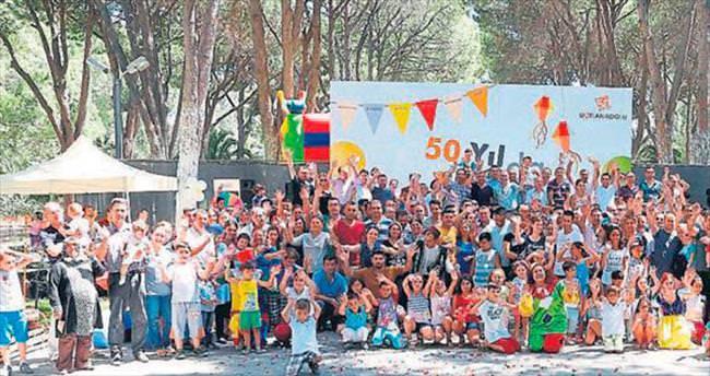 Batı Anadolu ailesi devletinin yanında
