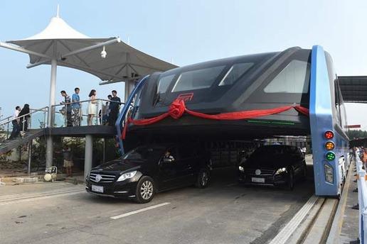 Çin'de dev otobüs