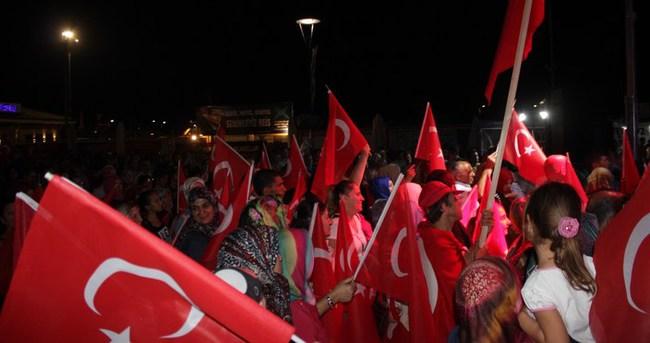 Çanakkale'de demokrasi nöbeti devam ediyor