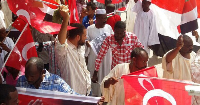 Sudan'da Türkiye'ye destek yürüyüşü