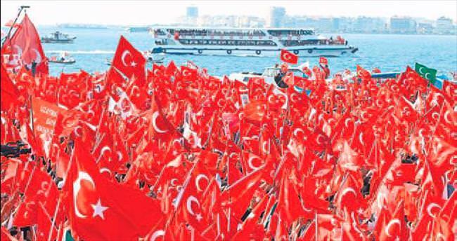 Gündoğdu'da Cumhuriyet ve Demokrasi Mitingi