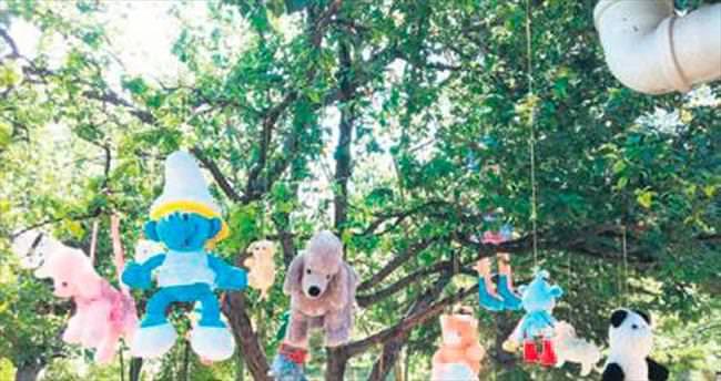 Oyuncak ağacı minikleri sevindirdi