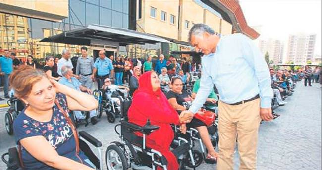 100 engelliye akülü tekerlekli sandalye