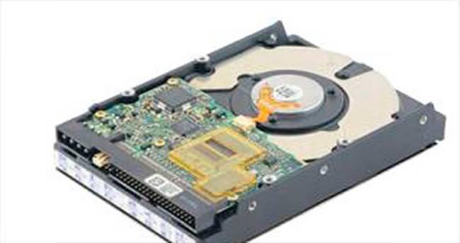 Urla'da denizden hard diskler çıktı