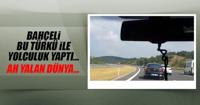 MHP lideri Devlet Bahçeli Neşet Ertaş'ın Yalan Dünya adlı eseri ile miting alanına doğru yol aldı