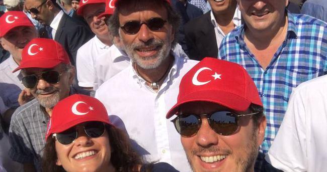 Türk Musevi Cemaati de Demokrasi ve Şehitler Mitinginde