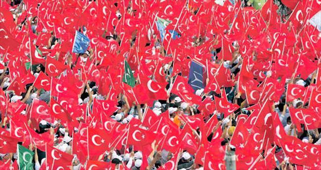 Demokrasiye başkentten 300 bin kişiyle destek