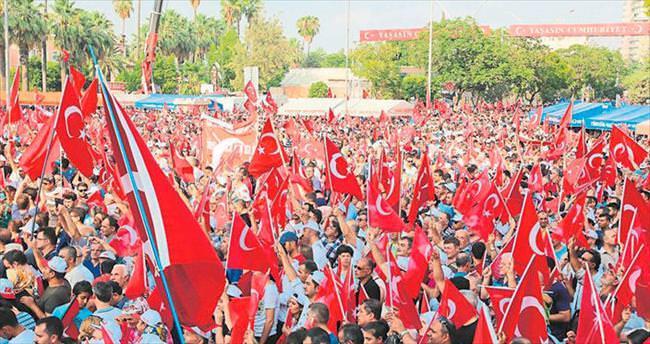 Meydanlarda demokrasi günü